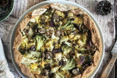 Torta salata senza glutine con broccoli, ceci e champignon